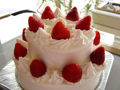 2段のデコレーションケーキ
