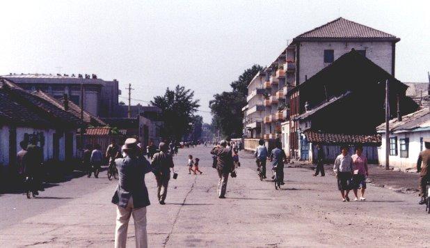 道庁通り(突き当りが旧道庁庁舎)