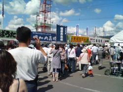 並んで並んで・・・たくさんの人が新そばを食べに(^^ゞ