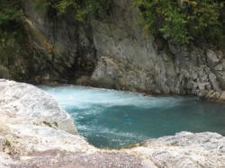 ところどころ青くなった川 深いんだろうなぁ(¨;)