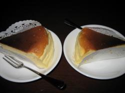 こちらも手作りのチーズケーキ1個250円