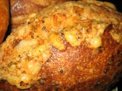 自家製酵母 焙煎黒ゴマのパン 360円