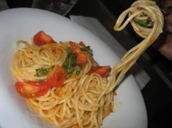 フレッシュトマトとバジルのカラスミスパゲッティ