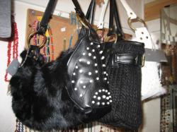 ニットやファーのバッグもかわいいね(*^_^*)