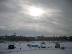 太陽が雪雲の上から・・・