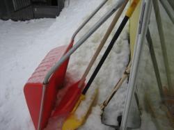 冬の必需品 除雪用具