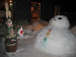 大きな雪だるまと門松(^^)