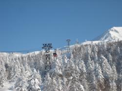 スキー・スノボ客を乗せて姿見の駅へ