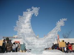 氷彫刻も迫力です
