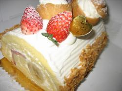 苺とバナナのロールケーキ