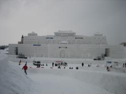 大雪像スノーステージ