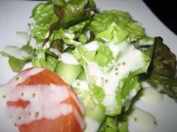 彩りのきれいなサラダです