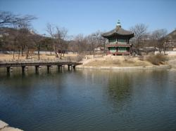 この池で日本語案内は終了