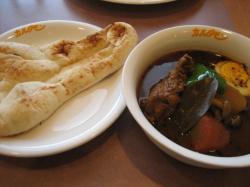 スープカレーはライスとナンから選べますよ(^^)
