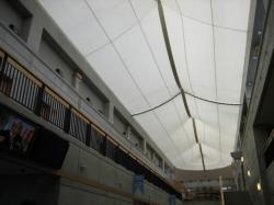 テントで出来ている天井