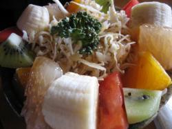 フルーツいっぱいのサラダ