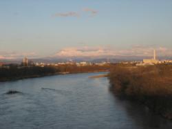 近文大橋から山を臨んで