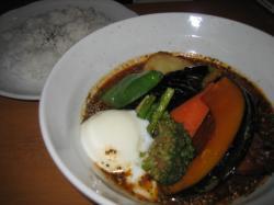 BOBO チキン&野菜に温玉をトッピング