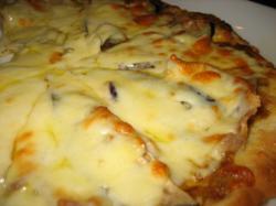 黄のピッツァ(カレーソース)茄子と豚バラ