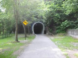 元は鉄道が通っていたトンネル