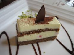 ホワイトチョコのケーキ