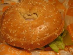 朝食はマクドナルドでベーグルサンド(笑)