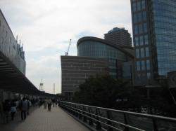 川崎駅直結のラゾーナ川崎(左)とミューザ川崎シンフォニーホール(右)