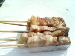 豚串1本100円