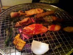 炭で焼きます(^^)