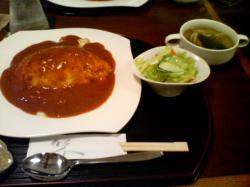 とろ~りオムライス サラダとスープ付き 800円