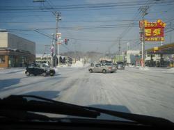 冬道は慎重に運転しましょう