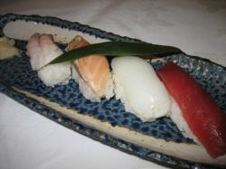 にぎり寿司4貫