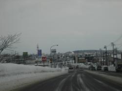 旭川市内に入ると道路はとけています