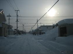 住宅街はすっぽり雪の中