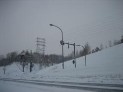 雪で視界が悪い今朝の旭川新道
