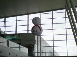 天井では大きな雪だるまが送迎中(*^_^*)