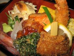 お刺身・焼き魚・串カツ・鶏の照り焼き・卵焼き・エビフライ・・・etc.