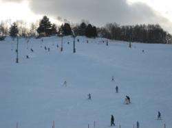 老朽化でリフトの運転は今期限りの伊ノ沢市民スキー場