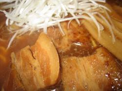 とろんとろんの角煮と白髪ネギがいいですね~(^^)