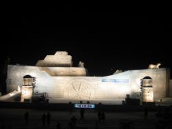 旭川冬まつり 大雪像「出発!環境船テラ」
