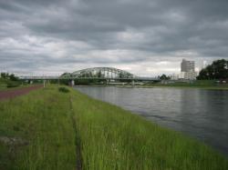 旭橋と石狩川