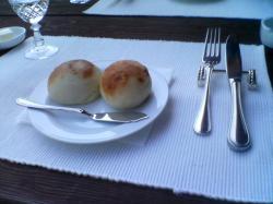 もっちりとした自家製パンにバター(^^)