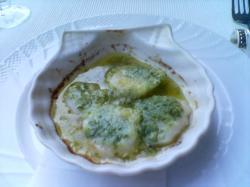 前菜は雄武産帆立貝のエスカルゴバター焼き