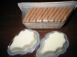 レアチーズが2個とビスケットが12枚