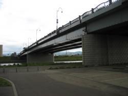 新橋の下がパーキングエリアです(^^)