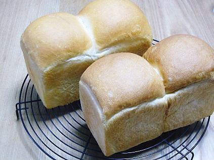 山食パンってイギリスパン?!