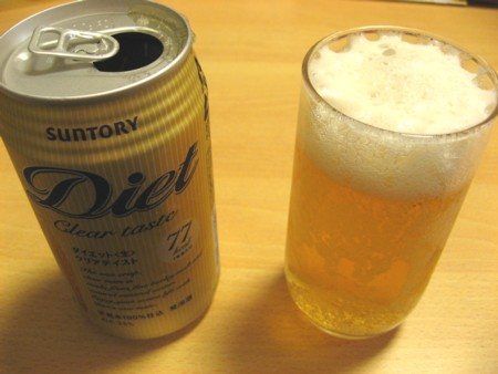ダイエット生 缶とコップ