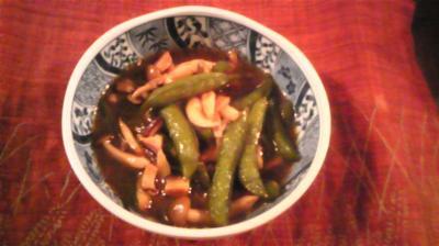 エンドウ豆とキノコの煮物