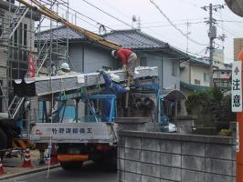 ステン屋根と輸送トラック