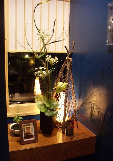 生け花と灯り